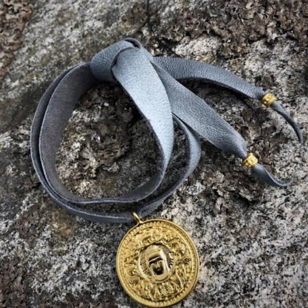 Skinnarmbånd med mynt